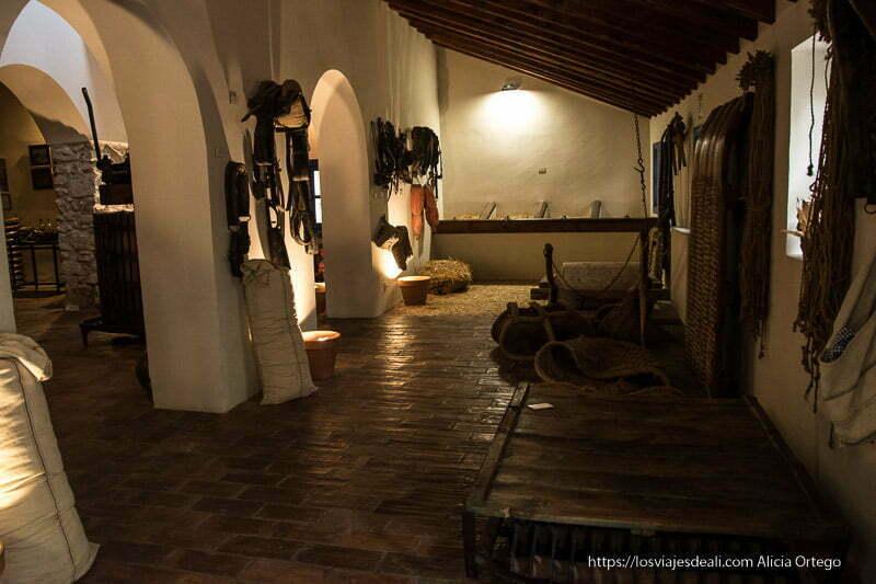 planta baja del museo etnológico con aperos de labranza