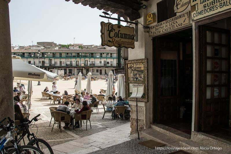 entrada al restaurante La Columna junto a la plaza de Chinchon