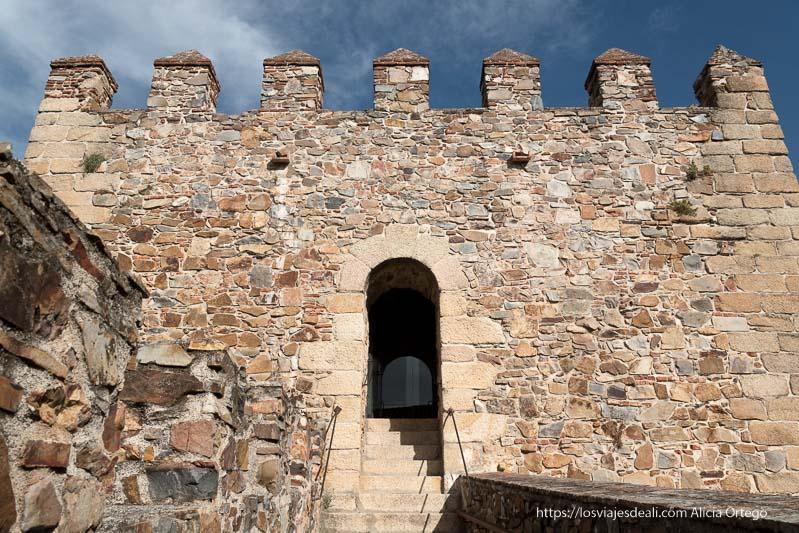 acceso a torre de bujaco cáceres en un fin de semana