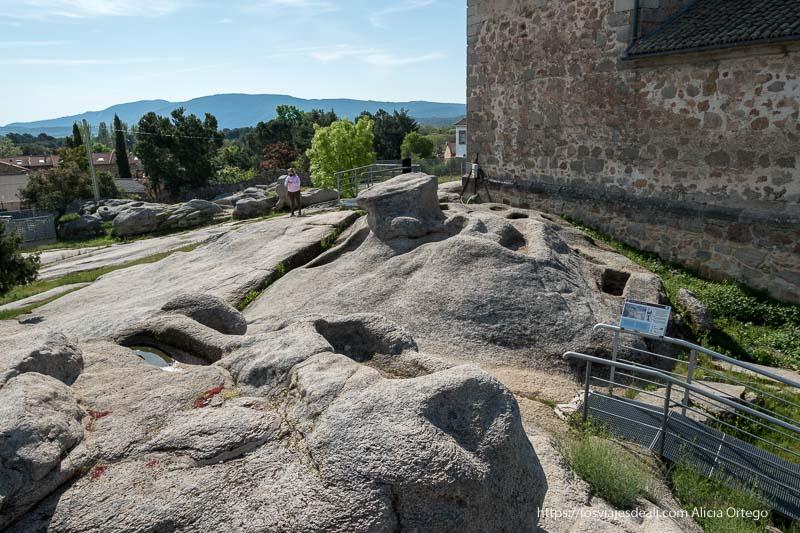 vista de la necrópolis medieval de sieteiglesias