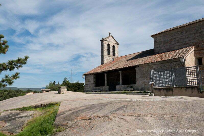 iglesia de sieteiglesias construida sobre afloramiento de granito