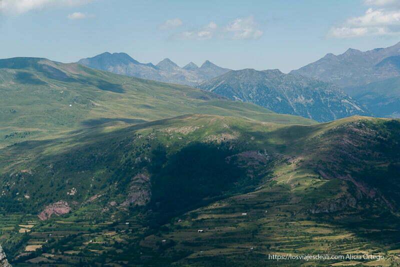 vista de valles y prados desde el mirador de truesa