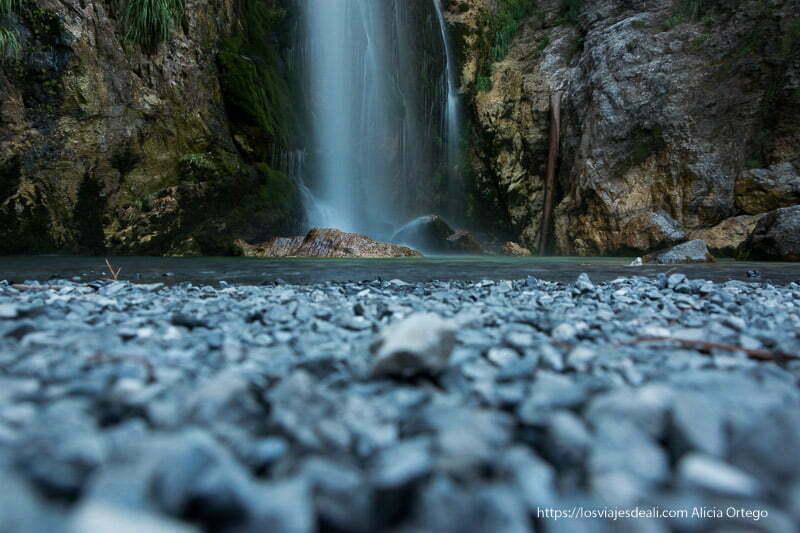 cascada de grunas en el valle de theth