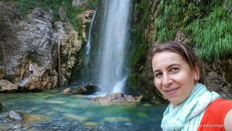 selfie con la cascada de grunas de fondo
