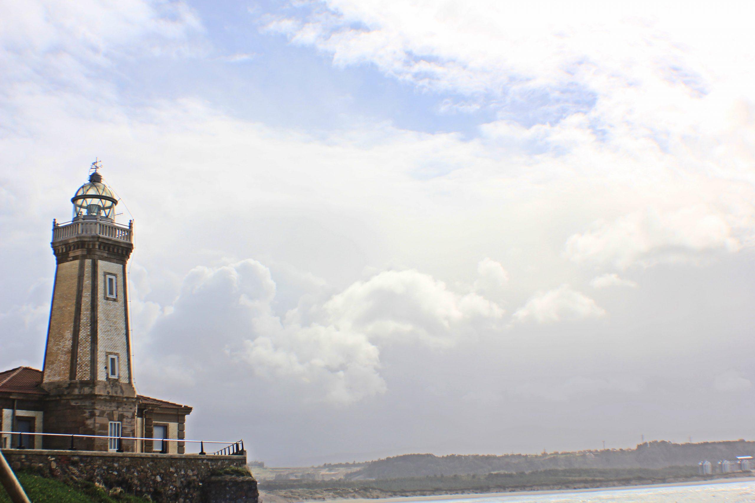 Faro de San Juan de Niebla, los rincones más bonitos de Asturias