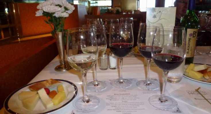 Cata de vinos en barco de crucero