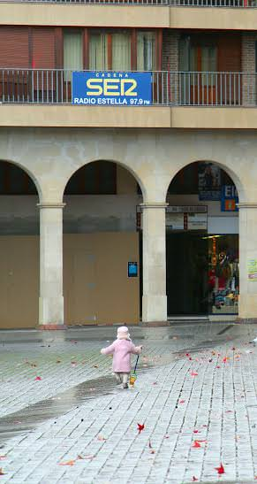 http://arte-historia-curiosidades.blogspot.com.es/2012/06/iglesia-de-san-juan-bautista-estella.html