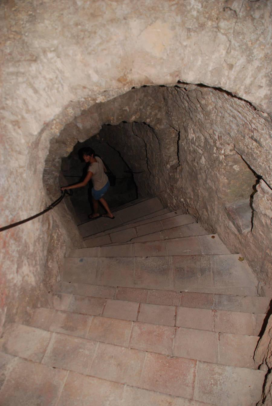 -Escalera bajada 100 metros-