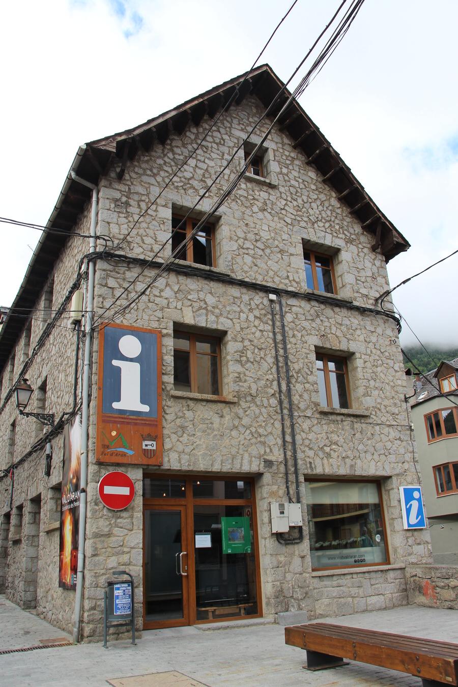 -Exterior Oficina Turismo de Vielha-