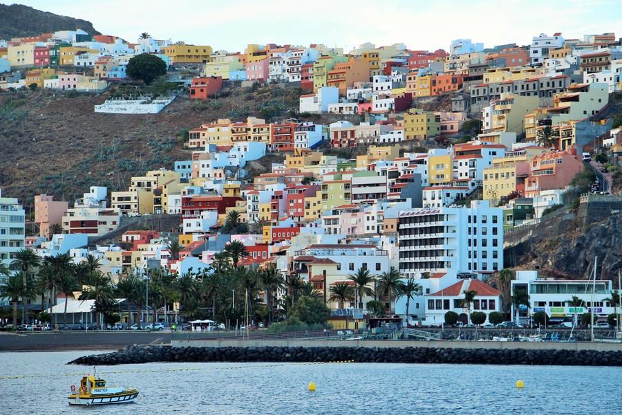 -A la entrada del barco en puerto, San Sebastián de la Gomera-