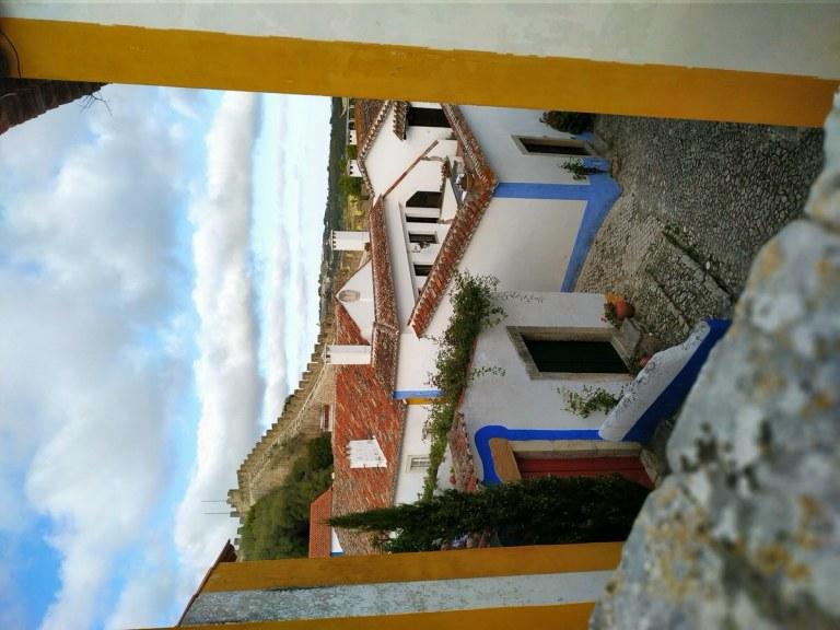 -Calle de Óbidos con vista a la muralla-