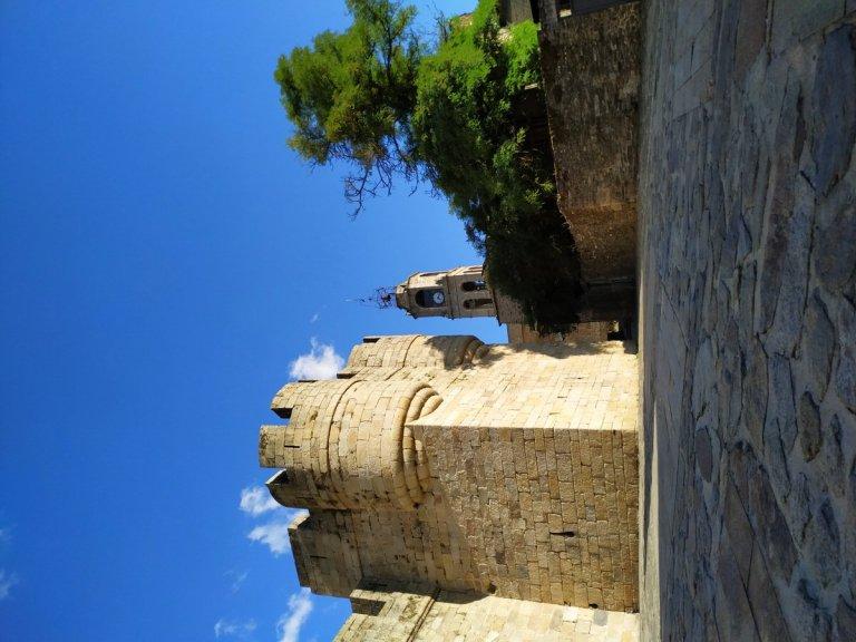-Vistas de la iglesia y torre del castillo.Puebla de Sanabria.-