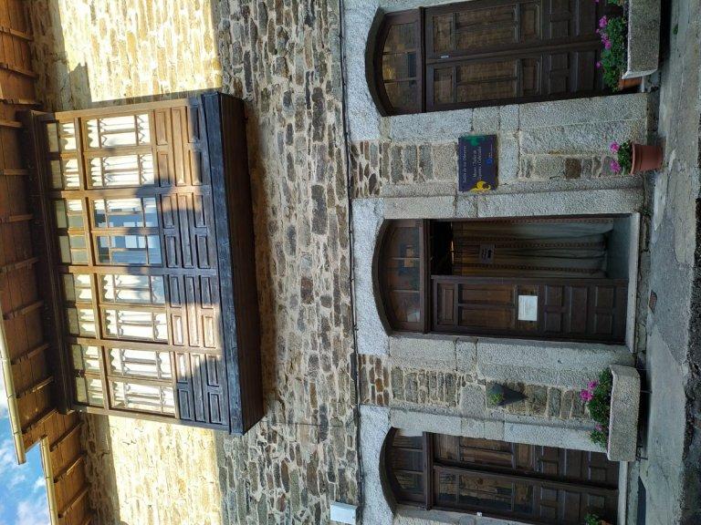 -Entrada al museo de gigantes y cabezudos .Puebla de Sanabria-