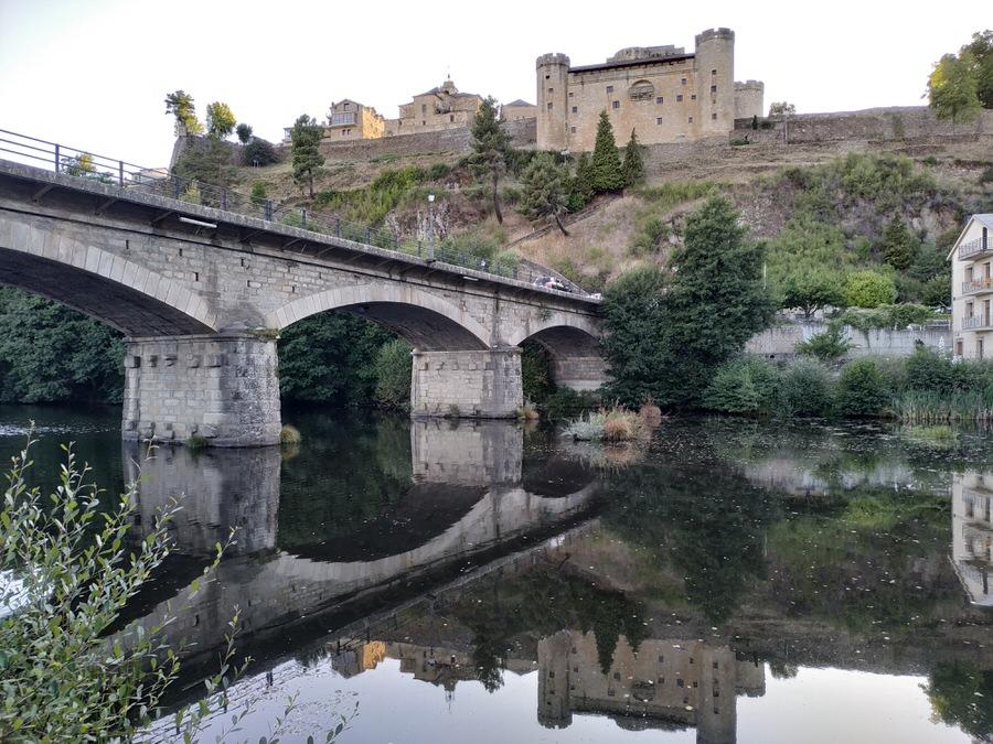 -Vistas del Castillo desde la otra orilla del río Tera,Puebla de Sanabria-
