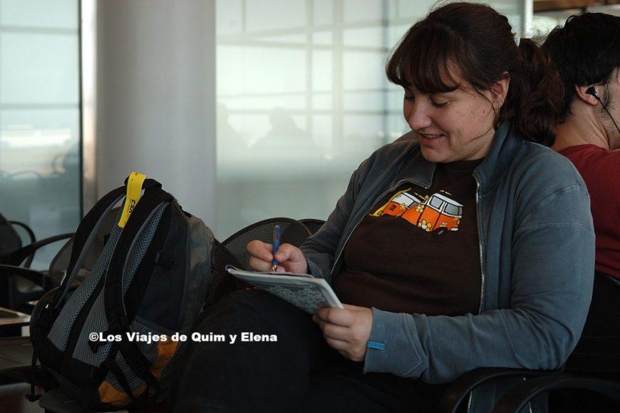 Elena en el aeropuerto de Praga de Viaje a Turquía