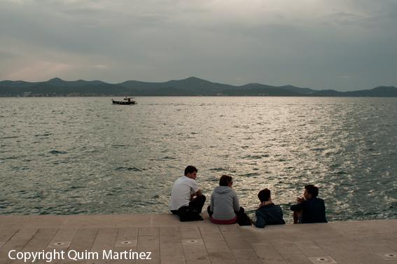 """Disfrutando el paisaje sobre """"El Órgano del Mar"""" en Zadar"""