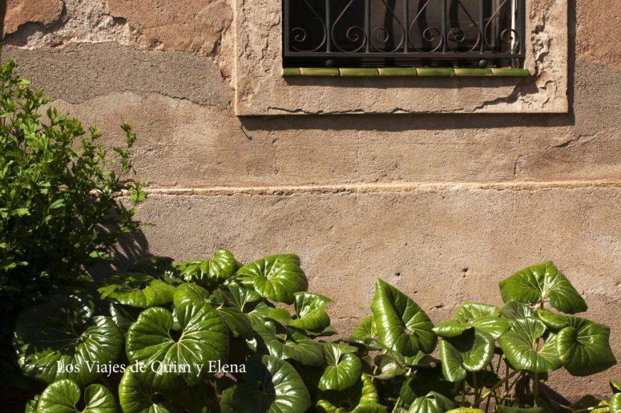 Exterior de una casa de la Colonia Güell