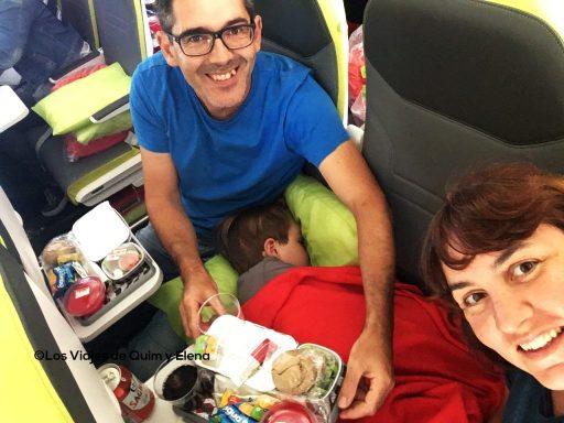 Jugando al tetris para poder comer y dormir en el avión
