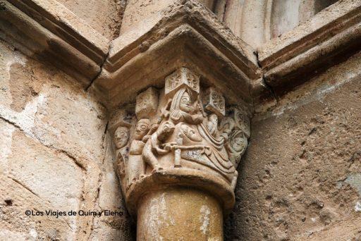 Detalle del portal de la Iglesia de Sant Martí de Mura