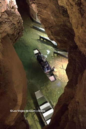 Barcas en el río subterraneo de Gouffre de Padirac