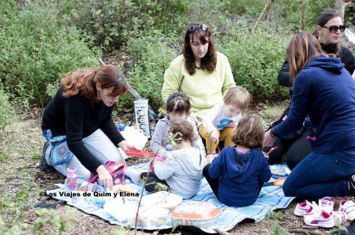 La manta de picnic y los amigos que no falten