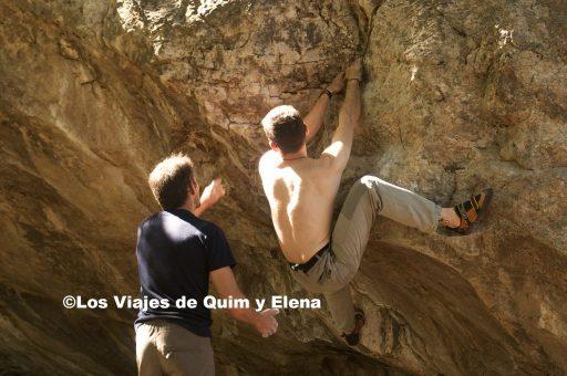 Jaume y Quim haciendo boulder