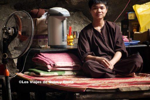 Monje en la cueva Vi Pham