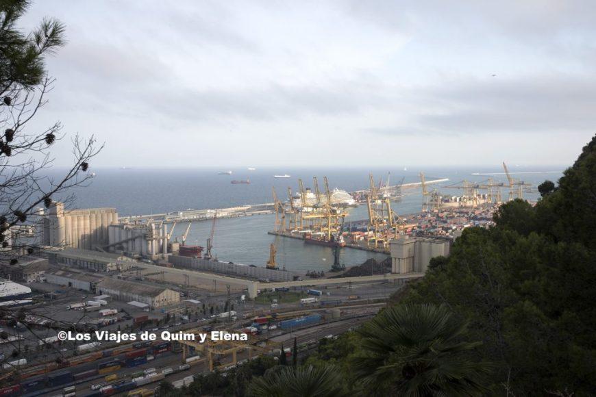 Vista de Barcelona del puerto industrial