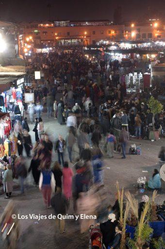 El bullicio de la plaza después de visitar Marrakech