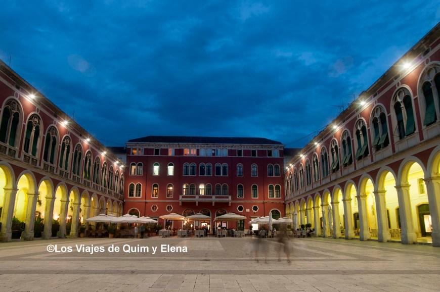 Plaza Narodni de Split, ruta por Croacia
