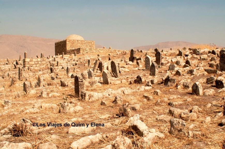 Cementerio de la Kale en las ruinas