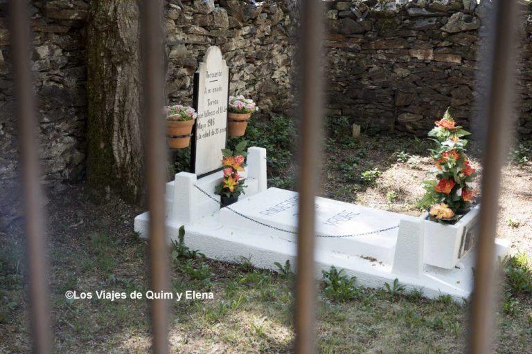 La solitaria tumba de Teresa