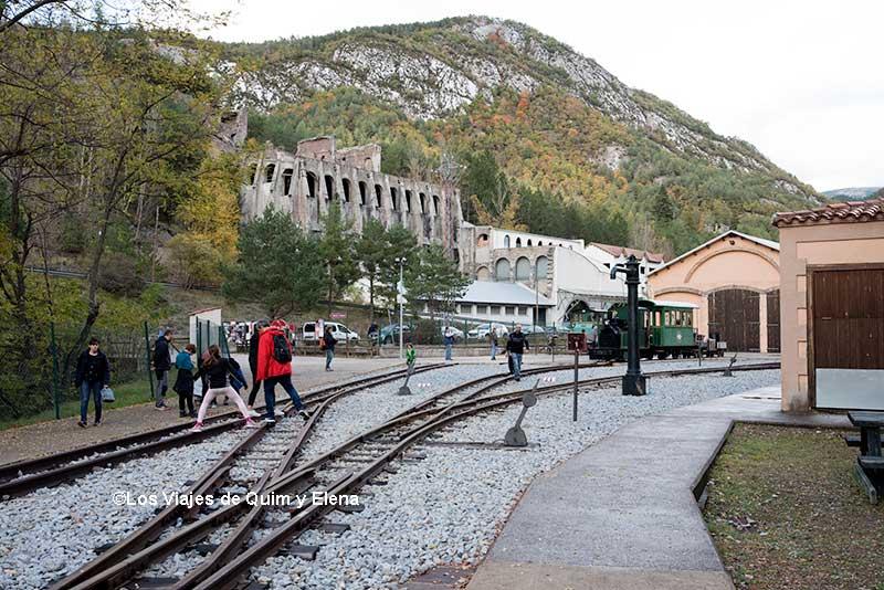 El Museu del Ciment desde la estación de tren