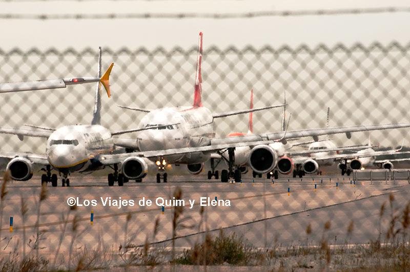 Aviones en dirección a la pista de despegue