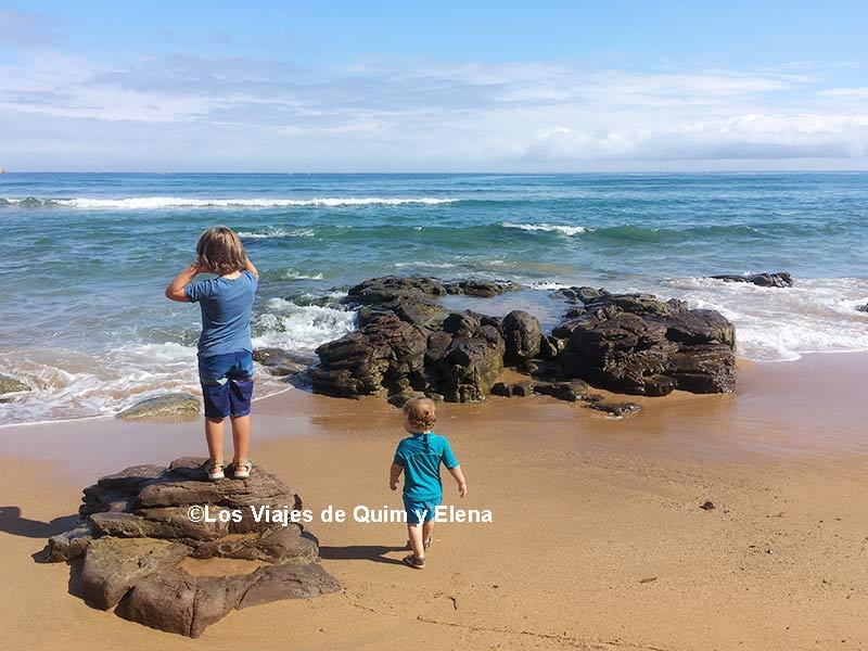 Álex y Éric en la playa de la Griega en Colunga