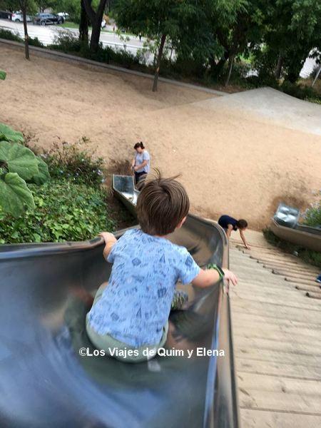 Éric en los toboganes de Montjuic