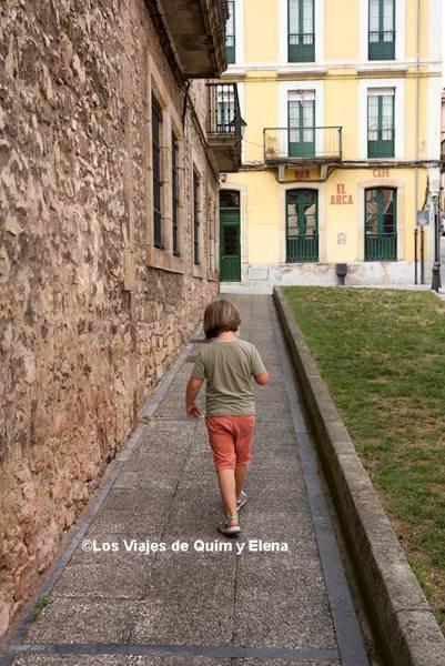 Éric en el casco viejo de Gijón