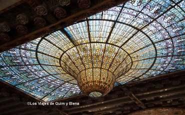 El precioso vitral del techo