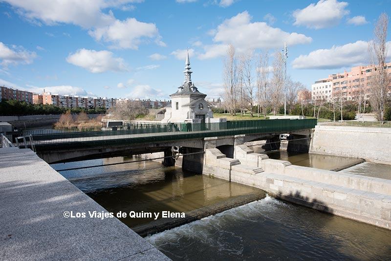 Una de las presas en el Río Manzanares