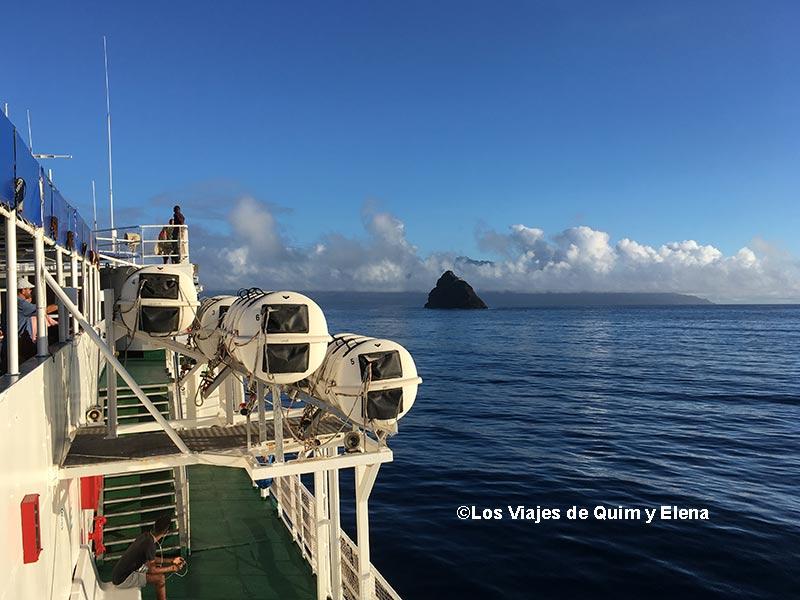 Navegando en ferry desde Sao Vicente a Santo Antao