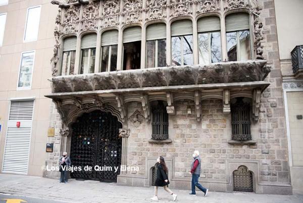Fachada de Diagonal del Palacio Barón de Quadras
