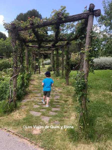 Éric en uno de los jardines más bonitos de Cataluña