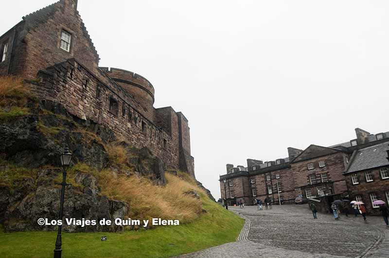 Castillo de Edimburgo, Ruta por Escocia en coche