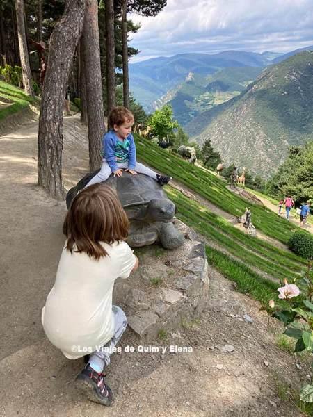 Jardines de Juberri en Andorra con niños