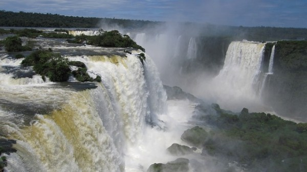 iguazu-waterfalls-377990_640