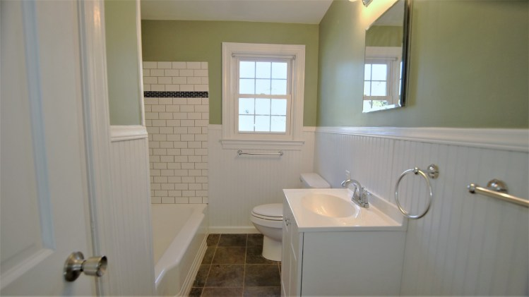 Simple remodeled full bathroom