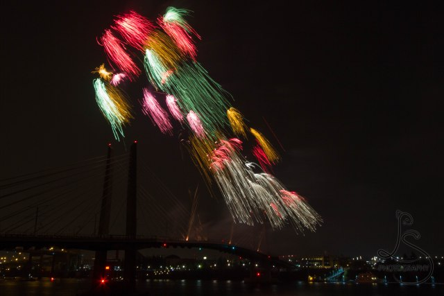 Multicolored streams of fireworks lighting the sky above Portland's Tilikum Crossing | LotsaSmiles Photograhy