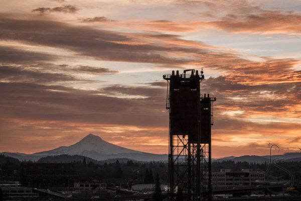 Sunrise over Portland's Mt. Hood, with the Hawthorne Bridge in the foreground | LotsaSmiles Photograhy
