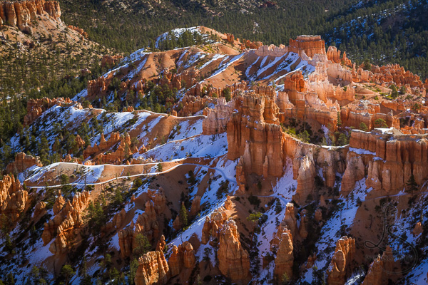 A ridge of snow-covered hoodoos in the Bryce Canyon valley | LotsaSmiles Photography