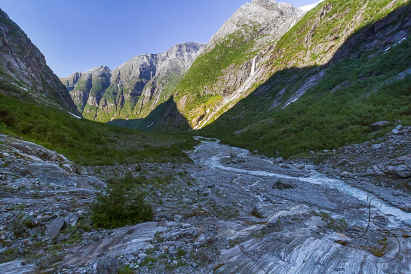Looking back out toward the valley from Kjenndalen in the evening | LotsaSmiles Photography